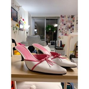 PINK & WHITE NATURALIZER KITTEN HEELS